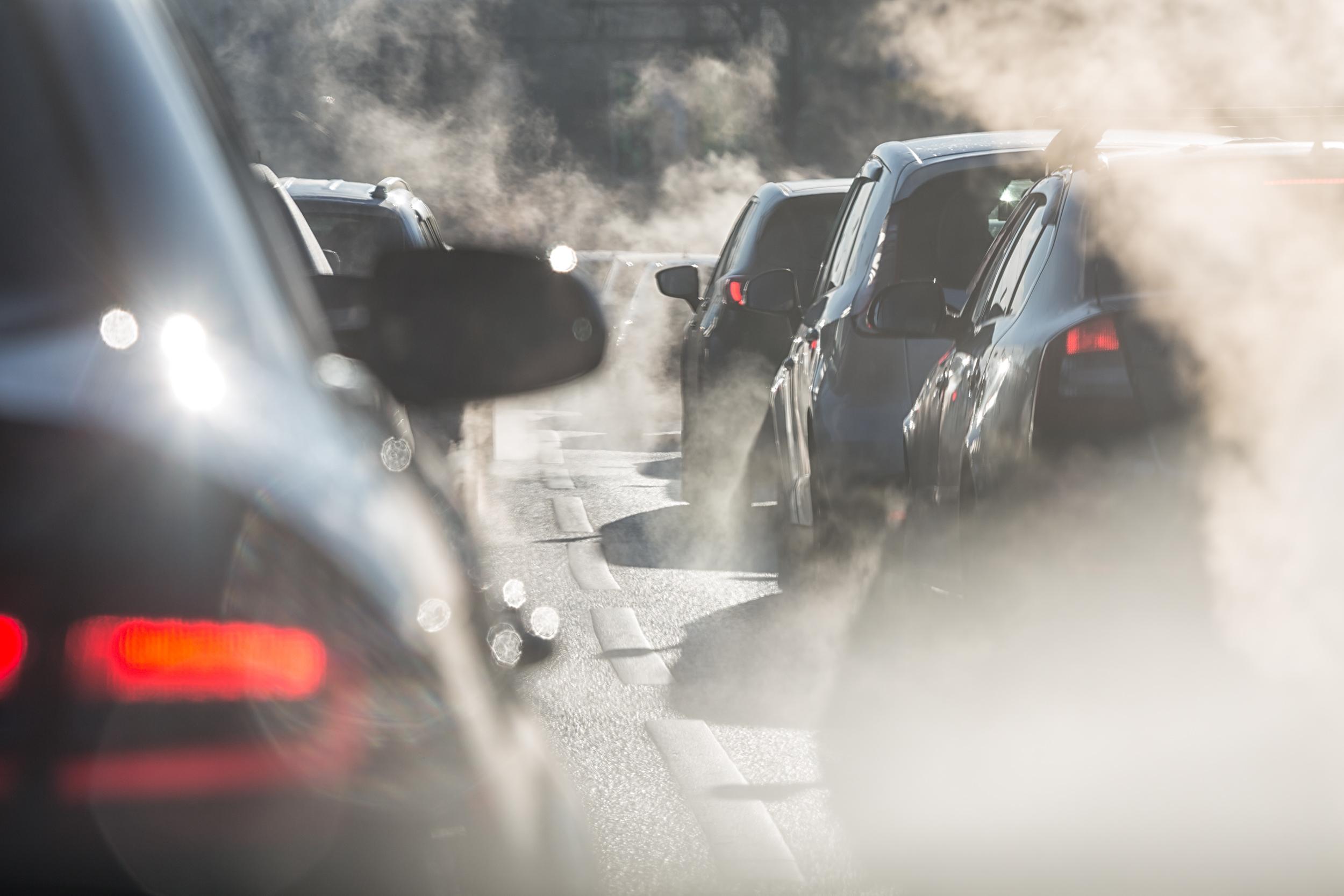 Zanieczyszczenia wewnątrz auta